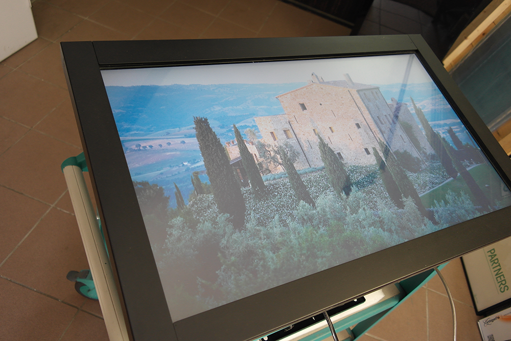 "Eyevis 32"" LCD Touch-Display"